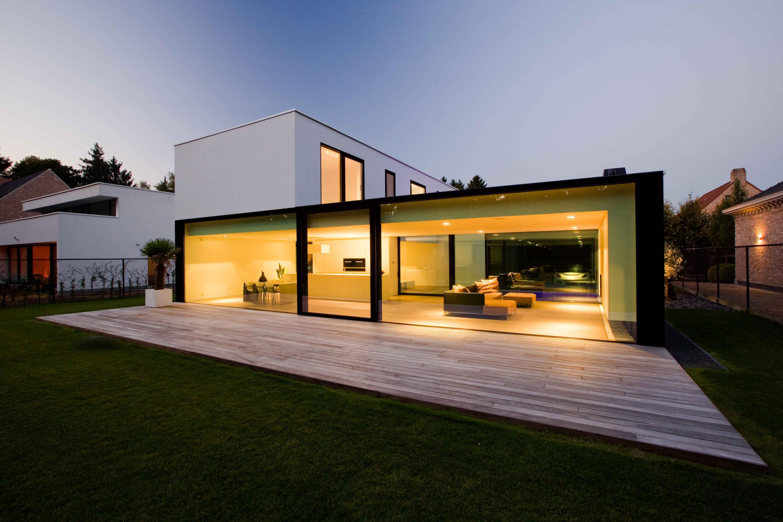 moderne strakke minimalistische woning crepi grote ramen brecht icoon architecten