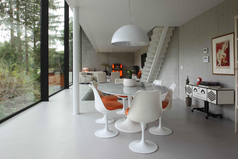 Strakke betonnen minimalistische woning interieur schoten vaart